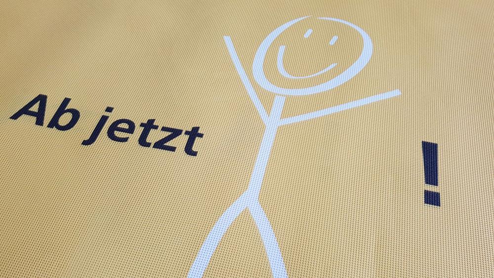 banner-mesh-werbung-bedruckt-oesen-smileup-2