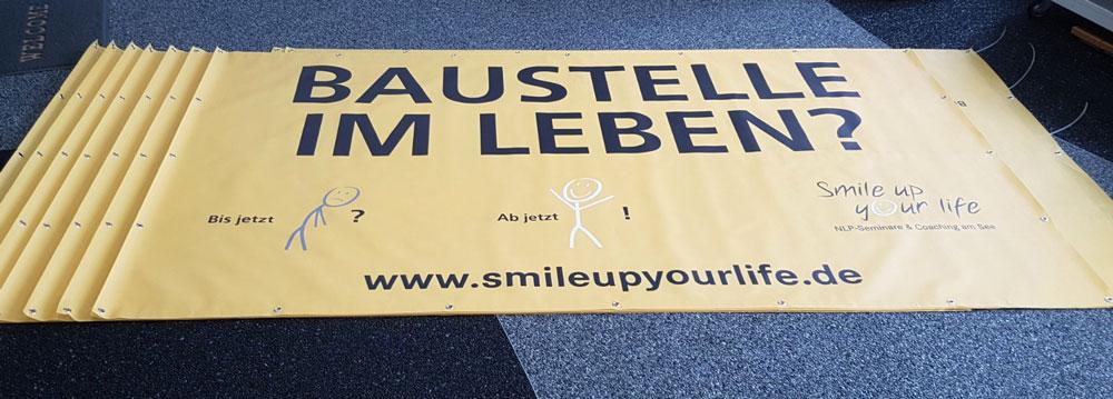 banner-mesh-werbung-bedruckt-oesen-smileup