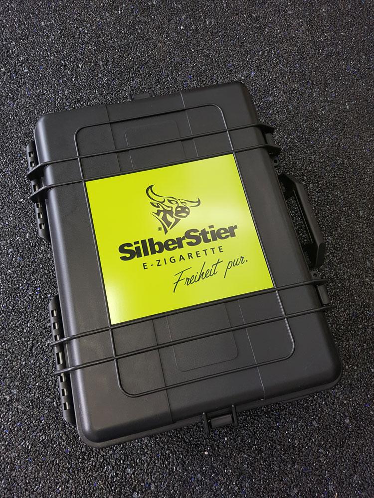 koffer-produkt-praesentation-silberstier-geschlossen