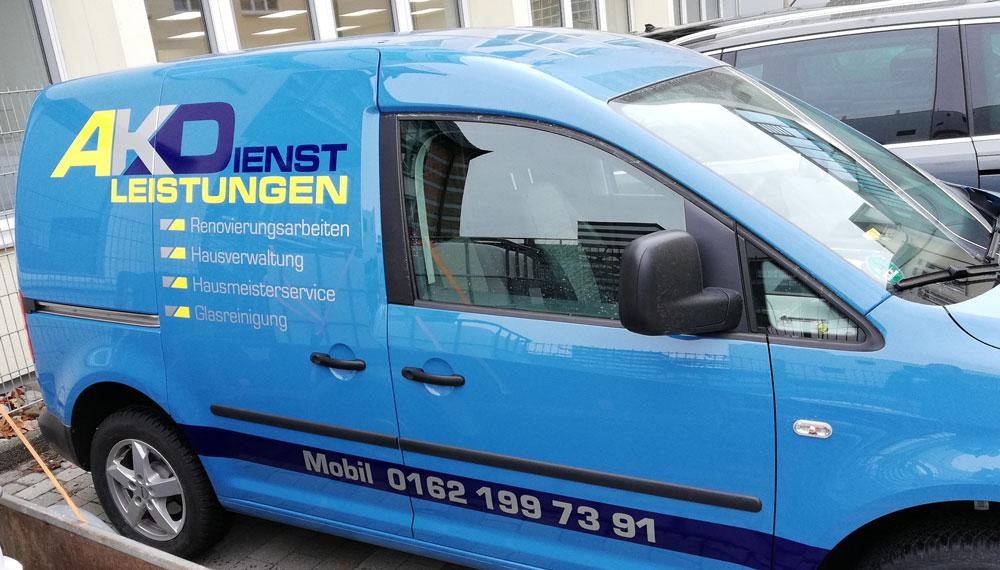 fahrzeugbeklebung_Fahrzeugbeschriftung_Logo_Firmenwerbung_AKD_2