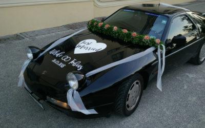 Hochzeitsauto mit Folienbeschriftung