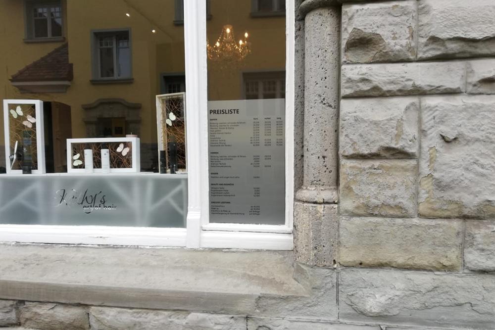 Schaufenster, Beschriftung, Glasdeko