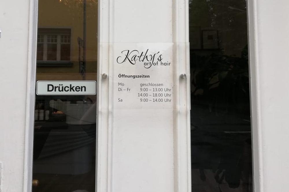 tuere-beschriftung-schild-plexiglas-haarstudio
